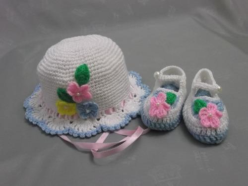 sombrerito y zapatitos tejidos a crochet para bebe. 018