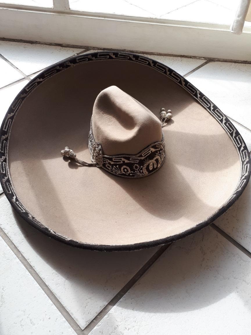 Sombrero De Cantante De Ranchero Bordado Con Hilo De Plata - U S 800.00 en  Mercado Libre 07baf52900b
