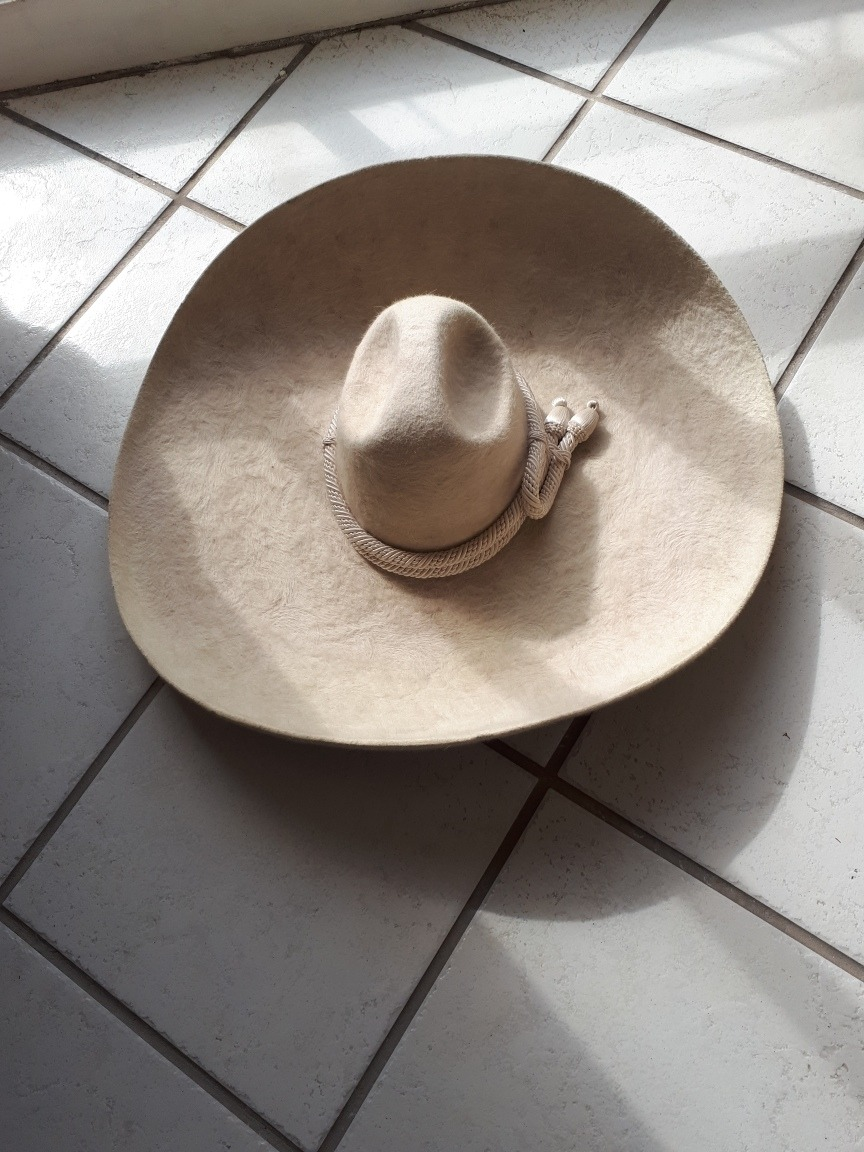 Sombrero De Cantante De Ranchero Bordado Con Hilo De Plata - U S ... 82b5a423c26