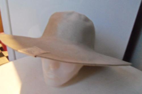 sombrero de paño color gris claro para teatro