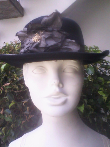 sombrero gamuza negro con cinta y flor