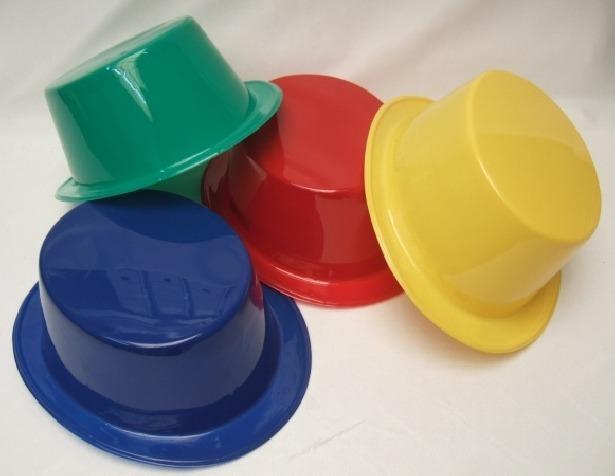 f4d74ea0f97aa Sombreros De Plastico Para Fiestas Y Hora Loca - Bs. 1.500