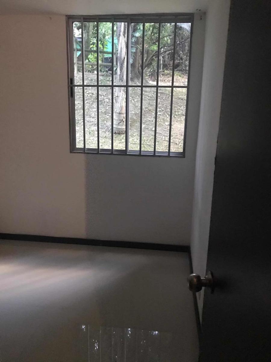 son 3 piensas dos baños sala comedor balcón cocina terminada