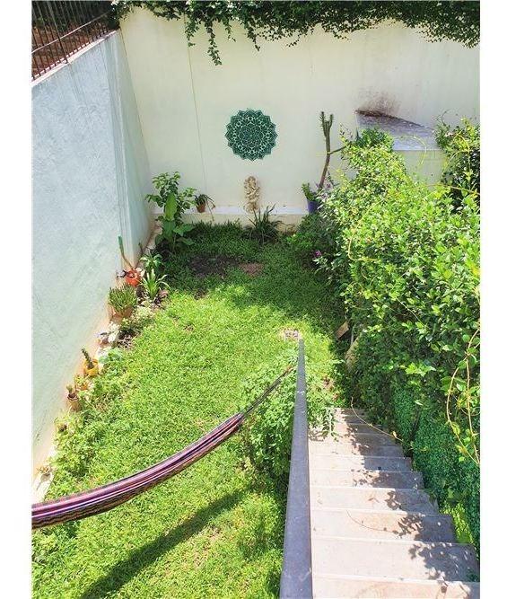 soñado duplex con jardín propio y cochera. c/renta