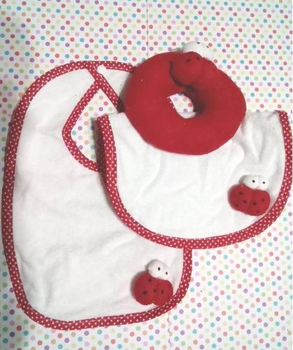 sonajero, babita y babero de towel con aplique regalado!