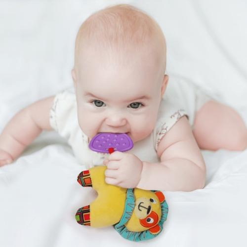 sonajero peluche bebe mordillo leon winfun babymovil jj0109