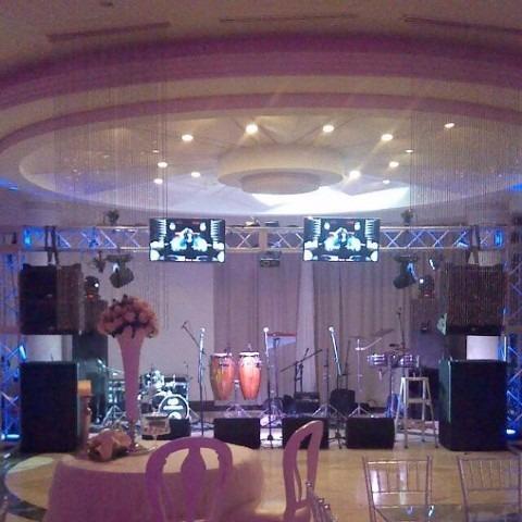 sonido,grupo musical, coro,luces, pantallas y pisos led