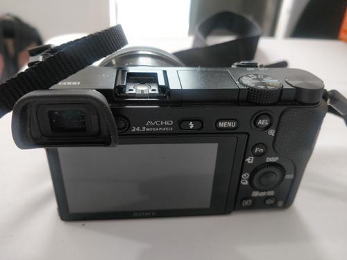sony alpha a6000 con lente de 16-50mm