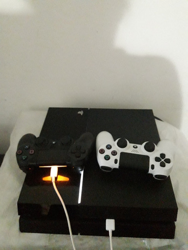sony playstation 4  500 gb + 1 juego en cd +  2 controles