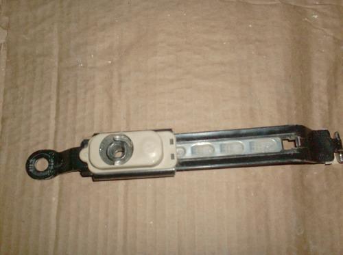 soporte ajustable cinturones delanteros fortuner año 08-11