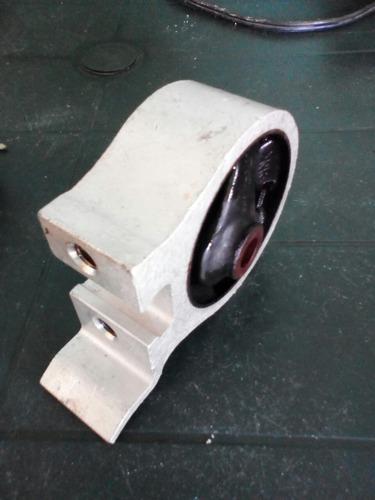 soporte de caja toyota starlet 1.3 lado izquierdo original