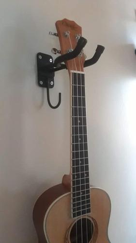 soporte de pared para guitarras.