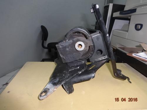 soporte derecho motor toyota yaris 2008