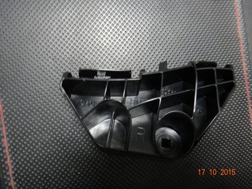 soporte o base pequeña trasera toyota corolla 2.009-2.014