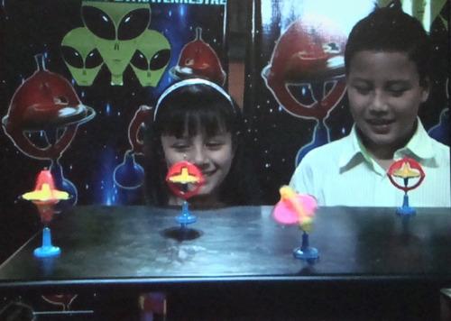 sorpresa, cumpleaños, giroscopio, regalo, niños, juguete