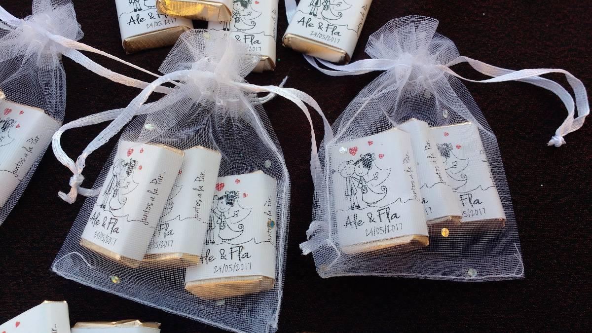 c2f0c2f13 souvenir 3 chocolatitos personalizados bolsita de organza. Cargando zoom.