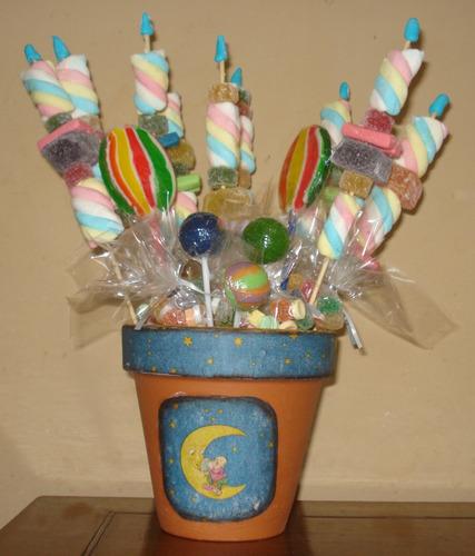 souvenir brochettes de golosinas y chupetines en maceta
