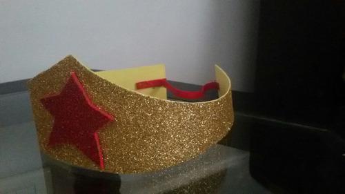 souvenir corona princesas , mujer maravilla goma eva glitter