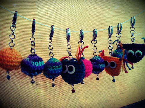 souvenirs 1 almohadón y 20 llaveros crochet