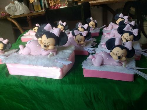 souvenirs en porcelana fria , minnie y mickey bebes