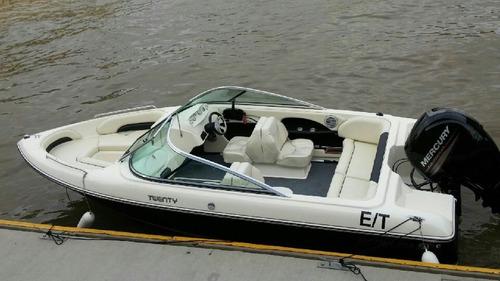 sport 200 igual a bermuda twenty con mercury 150 hp 4 tiempo