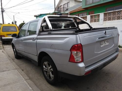 ssangyong actyon 2015 diesel, 4x2 full automática.sunroof
