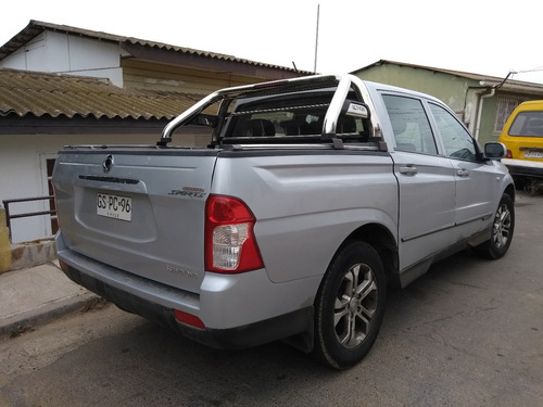 ssangyong actyon 2015 diesel, 4x2 full automática..sunroof