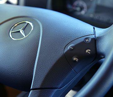 Sistema multimedia con volante multifunción.