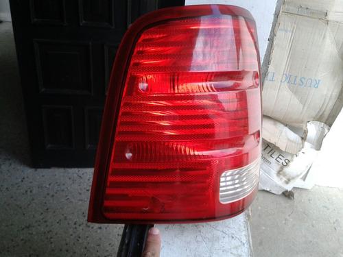 stop izquierdo explorer 2002-05 se corrigio el minim detalle