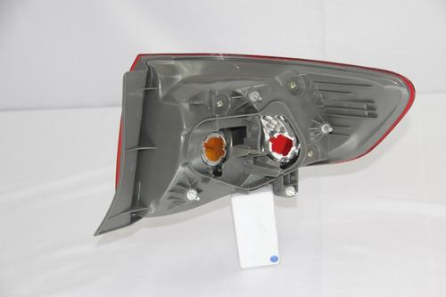 stop trasero solo lado derecho o copiloto  corolla 2011