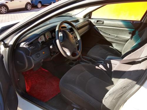 stratus 2005, 5 puertas, color blanco, automático, eléctrico