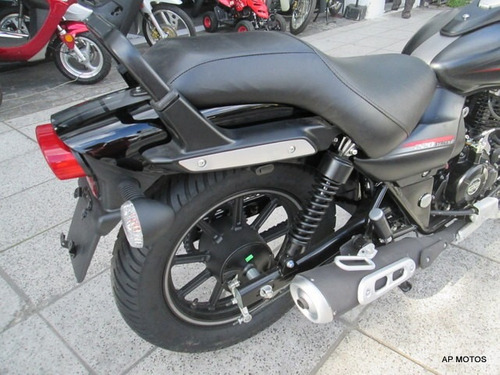 street motos bajaj avenger