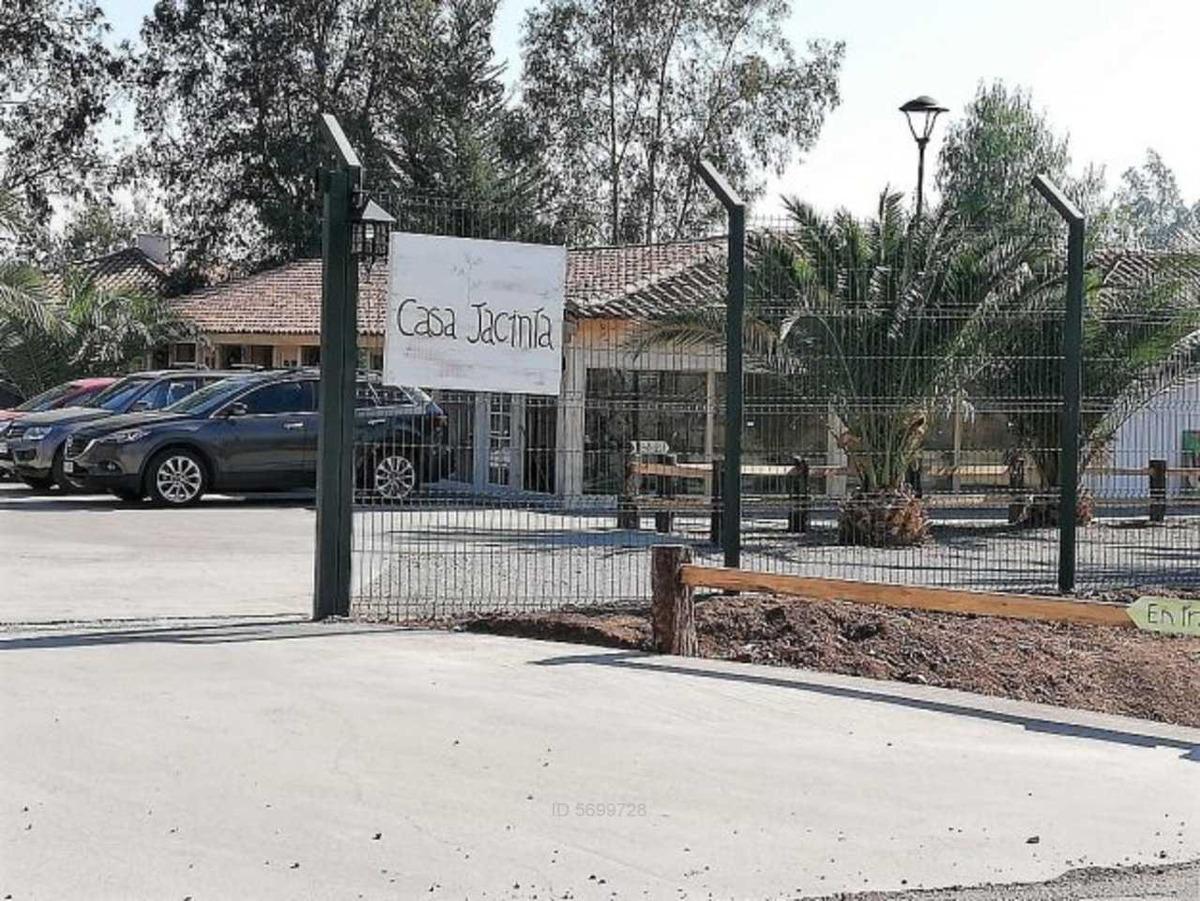 strip center casa jacinta