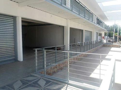 strip center frente a plaza de armas de buin