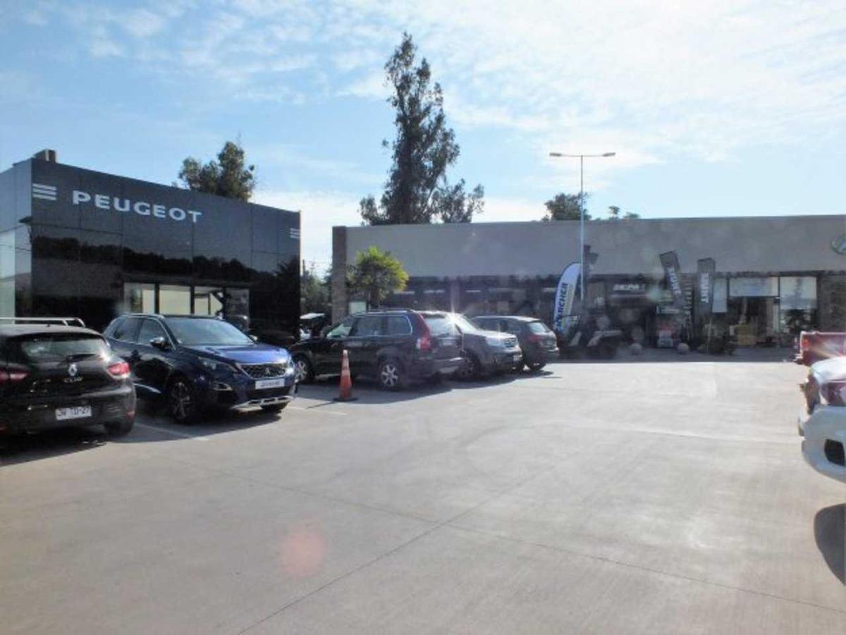 strip centre av chicureo