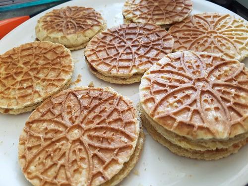 stroopwafels - galleta de wafle rellena de caramelo suave