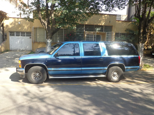 suburban de lujo  1993 automatica doble aire acondicionado