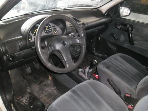 sucata corsa sedan gl 1.6 mpfi 99 pra tirar peças motor capo