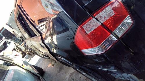sucata de diversos carros para retirada de peças