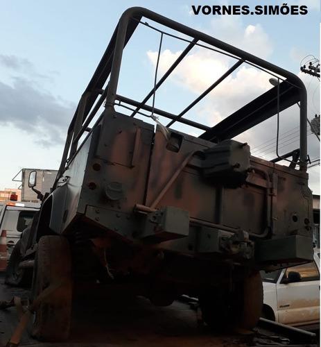 sucata land rover defender 110, ano 2004. foi do exército.
