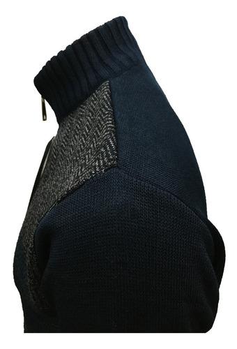 suéter azul marino con gris medio cierre