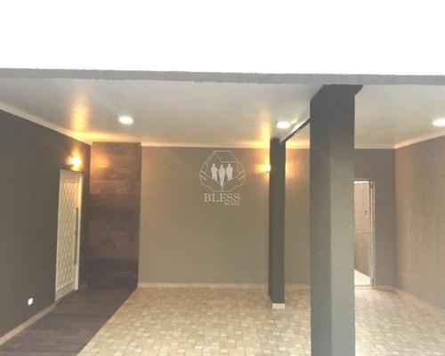suíte master, com 2 closets, banheiro com 2 duchas e banheira dupla e varanda, outras 3 suítes, com varanda comum, 4 a 5 vagas de veículos, jardins, 2 depósitos, corredor lateral e - ca00880 - 336598