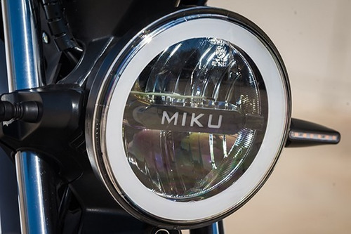 sunra modelo miku max