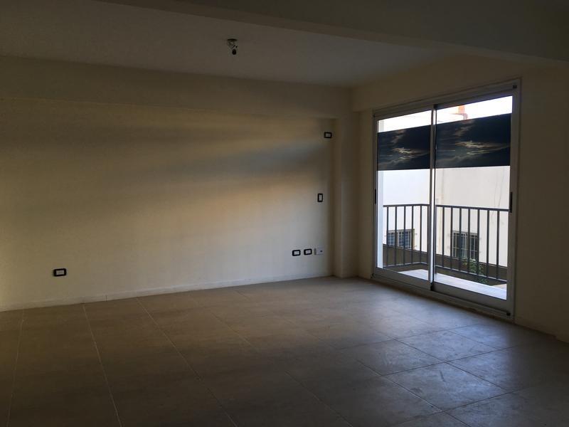 súper luminoso 3 ambientes con balcón y patio