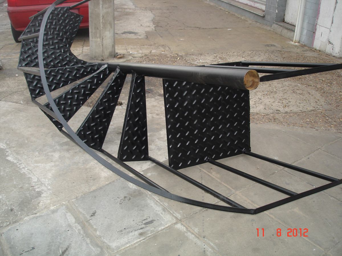Escalera de caracol precio top interesting hierros y for Como hacer una escalera caracol metalica