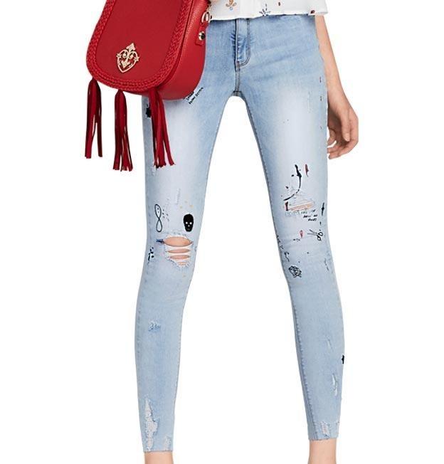aa1a1bbf11 Super Skinny Push Up. Crop Blue Capri Jeans. Paris Hilton -   849.00 ...