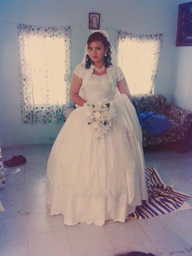 super vestido de novia con encaje bordado y brillantina