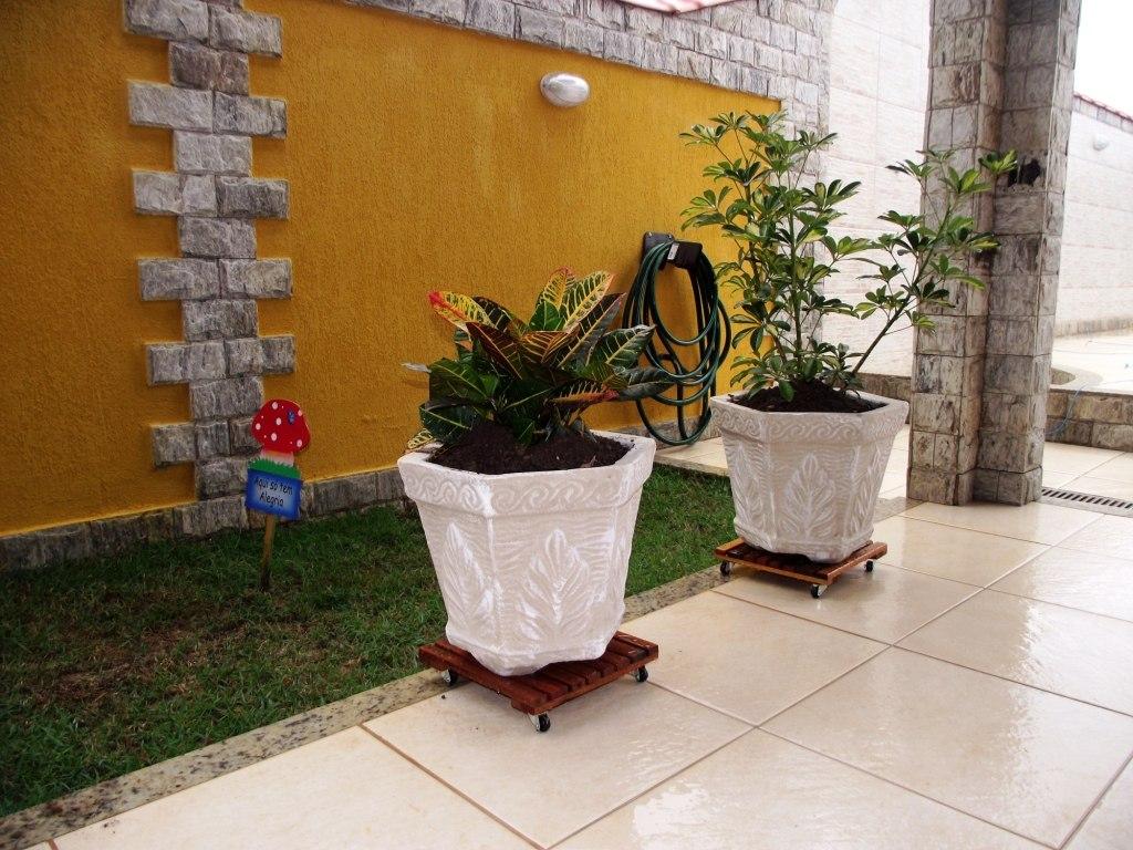 Suporte com rodizio p vaso cachep botij o madeira - Pedestal para plantas ...