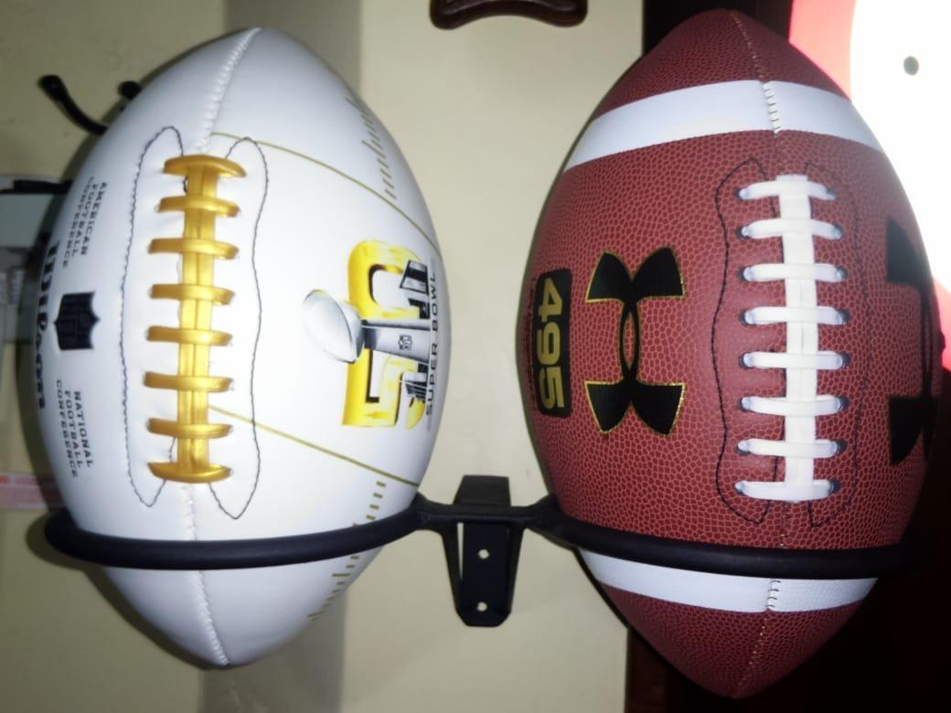 0b7a18978ace4 Suporte Organizador Para Duas Bolas De Futebol Americano - R  135