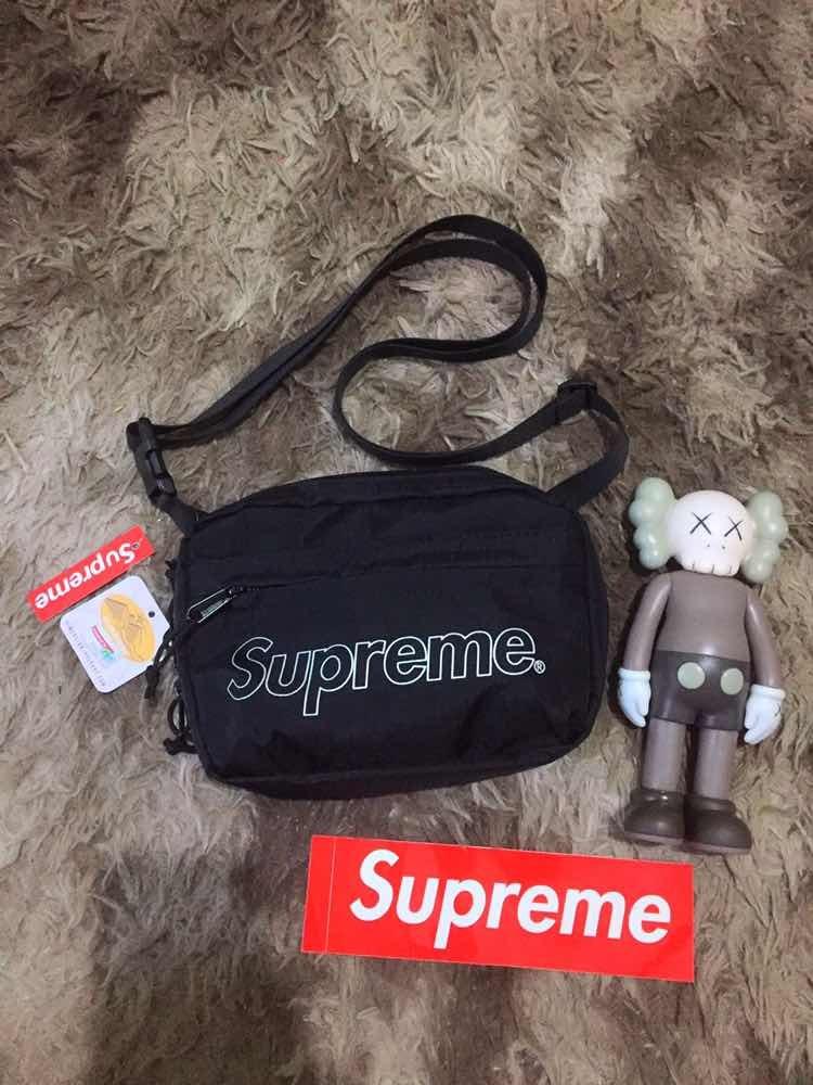 6bbf7ce91d5e3 Supreme Shoulder Bag - R  500